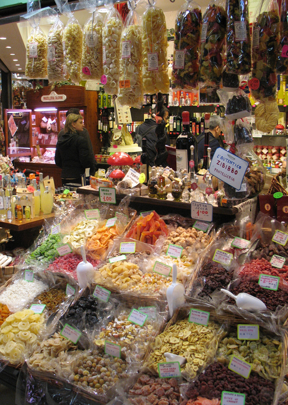 Shop with pasta, dried fruits and other delights.