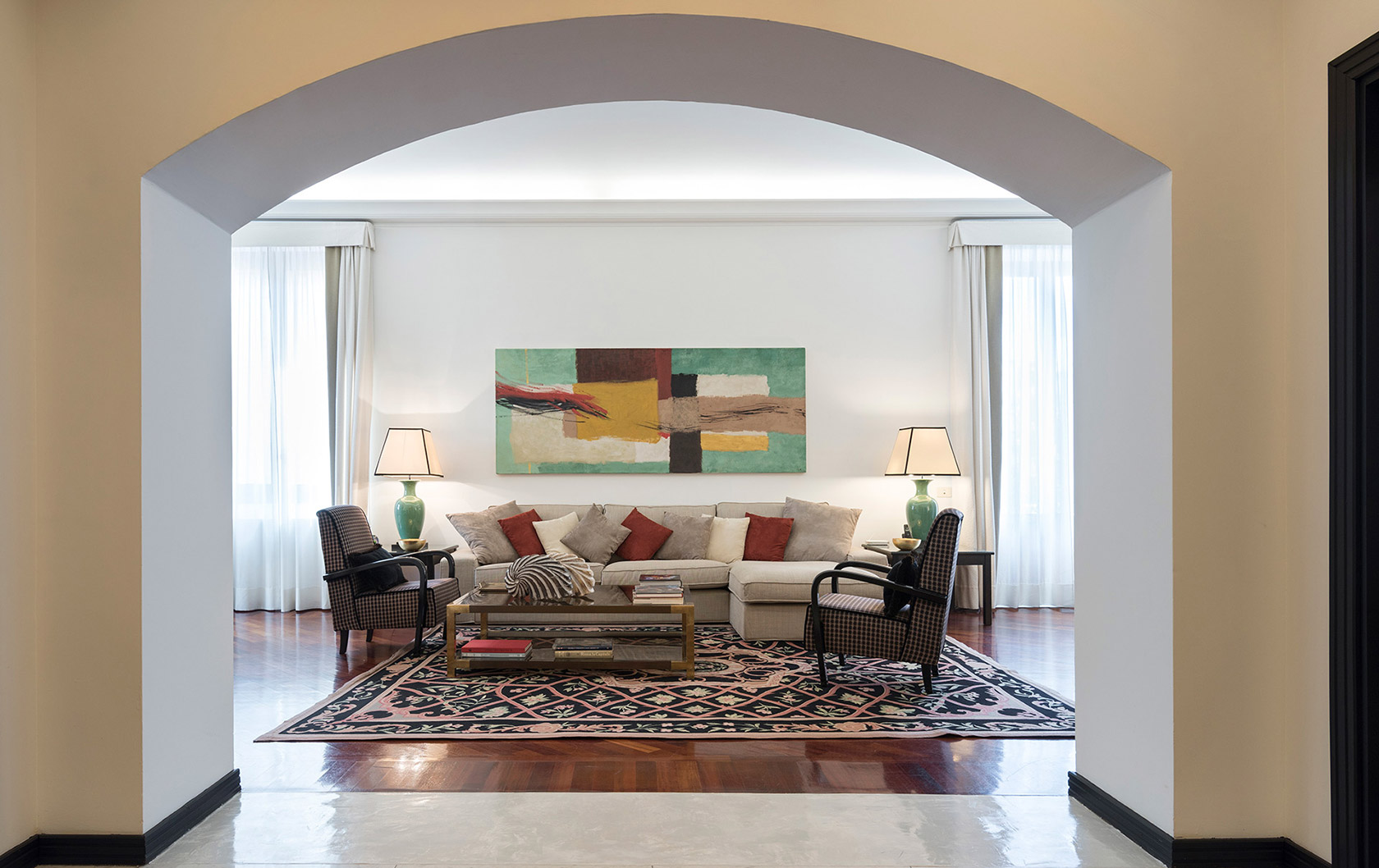 Florence Giovanna Apartment Offers Luxury Living & Terrace
