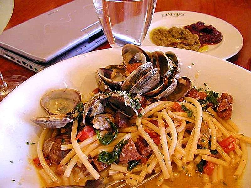 800px-seafood_pasta_clams_food