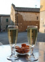 349px-prosecco_and_snacks_in_tuscany
