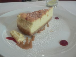 640px-ricotta_cheesecake_with_caramel_sauce